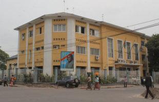 RDC : Asphyxiée financièrement, la ville de Kinshasa doit 50 millions USD à ses créanciers !