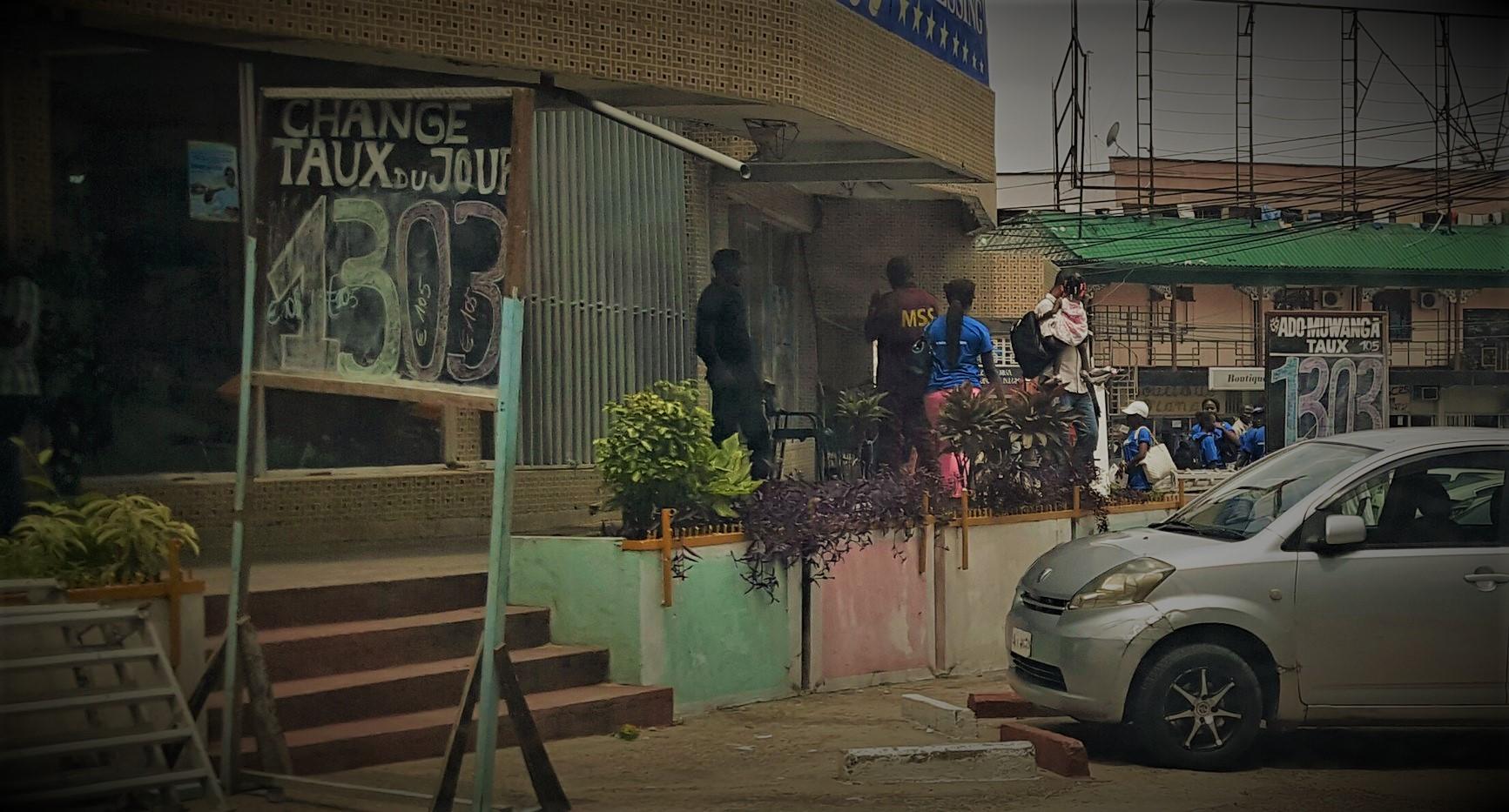 RDC : Surchauffe à Kinshasa, le dollar franchit la barre de 1 300 francs ! 83