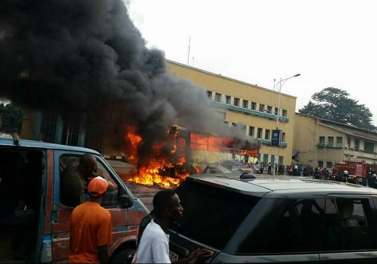 RDC : Un bus Transco brûle, 125 000 USD partent en fumée !