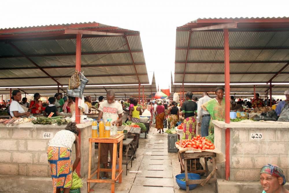 KINSHASA : Le franc se déprécie, les prix flambent sur le marché, le panier de la ménagère subit le choc 1