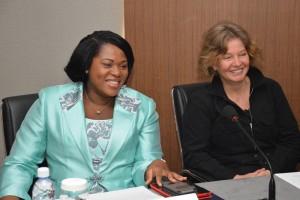 Mesdames Viviane Bakayoko & Nicole Curtin lors de la Table ronde des médias financiers. Ph. Tiers