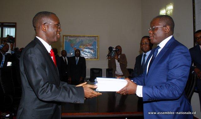 RDC : Matata Ponyo sollicite la réduction du budget 2016 à 6 milliards USD 9