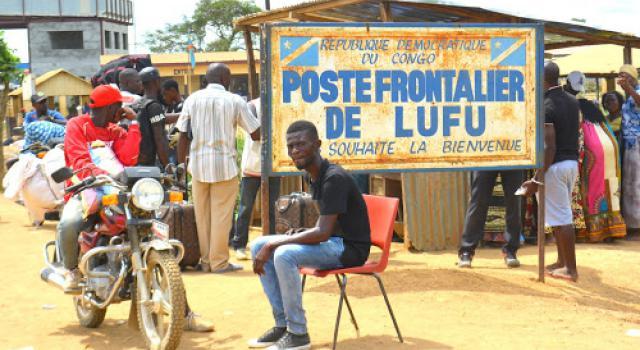 Vue du marché de Lufu à la frontière entre la RDC et l'Angola. Ph. Tiers