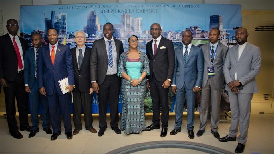 Photo de famille avec les officiels congolais ayant pris part à cette cérémonie.