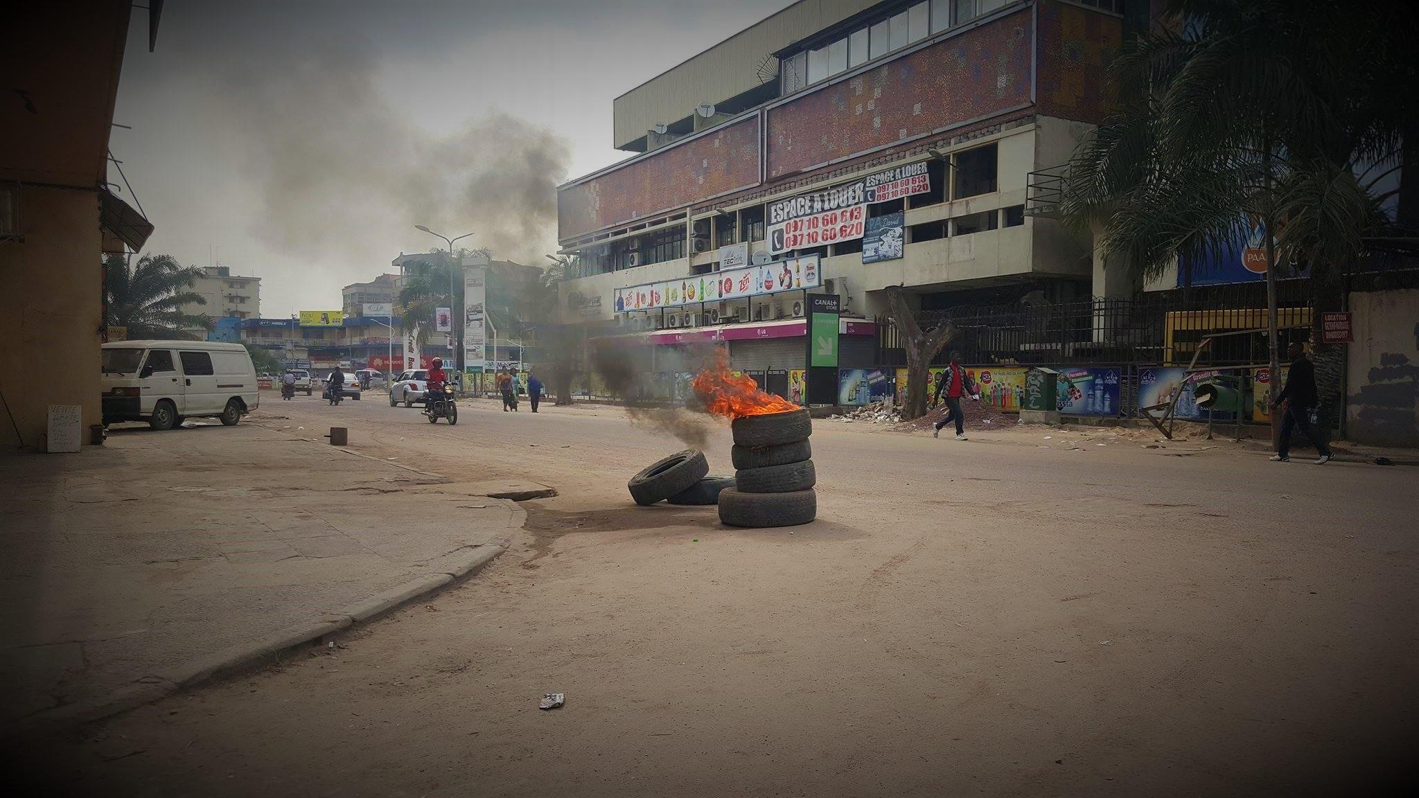 Kinshasa : 9H30, les commerces restent fermés vers le Grand Marché [10 Photos] 86