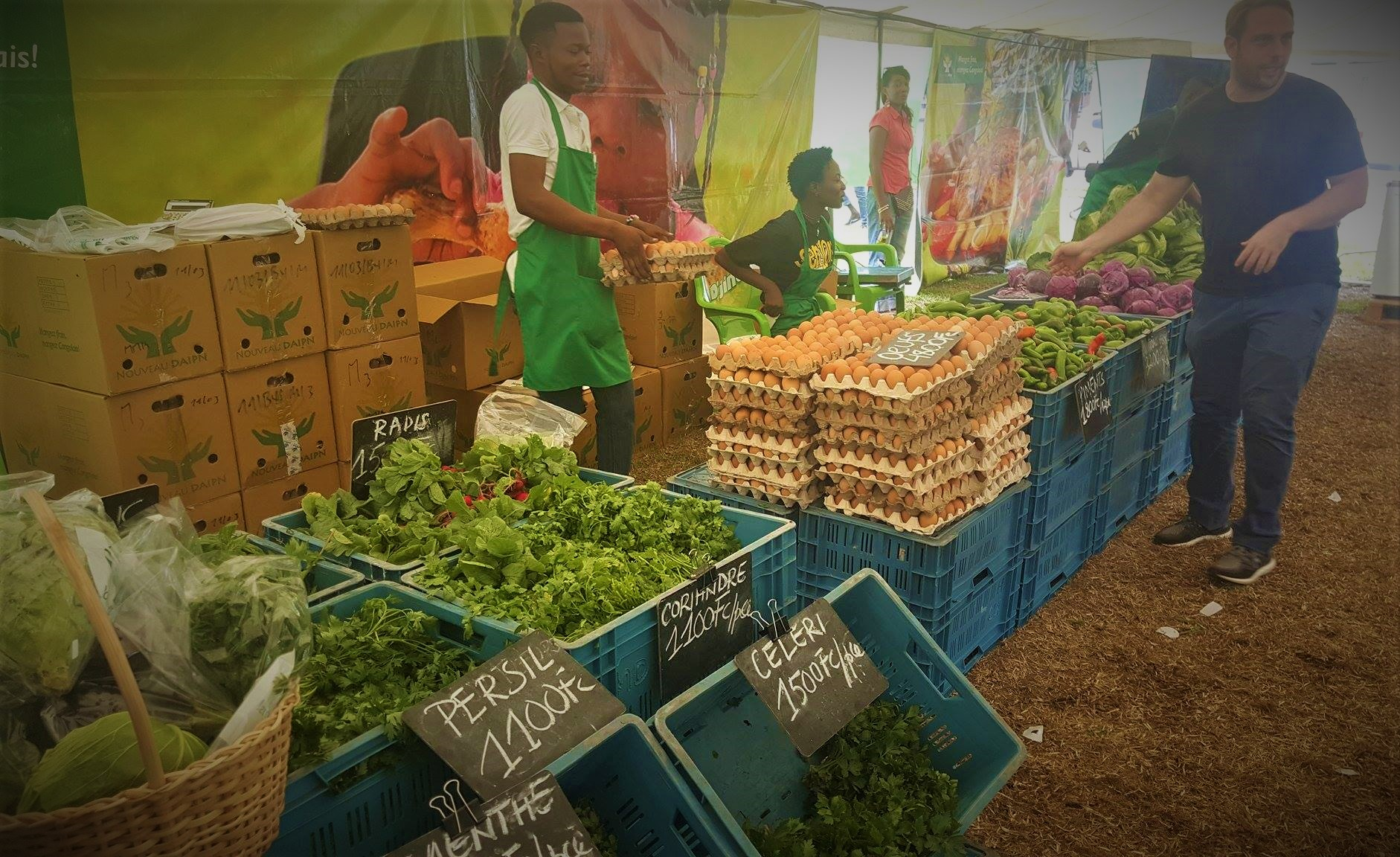 RDC : DAIPN vend de vivres frais à la Place des Évolués chaque week-end ! 94