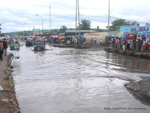 Route Mokali à Kinshasa après la pluie le 22/11/2016. Photo Donjohn Bompengo