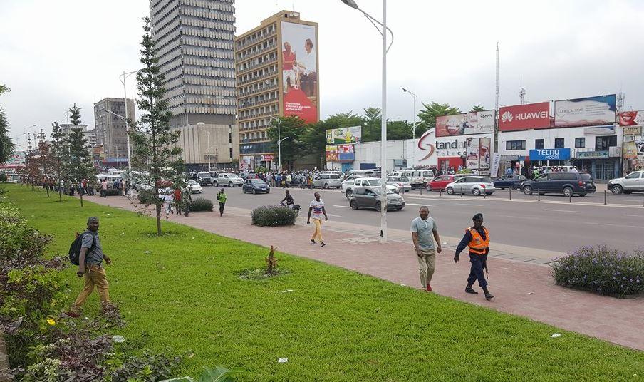 KINSHASA : Des cambrioleurs réquisitionnent un taxi et créent la panique en plein centre-ville!