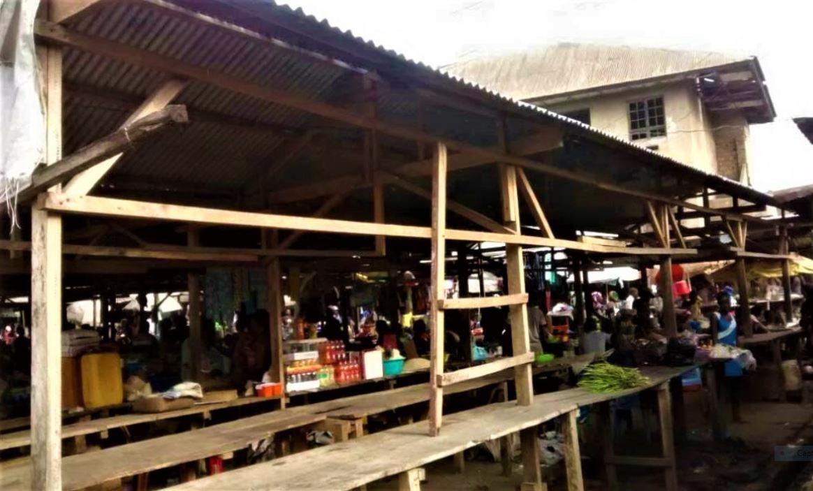 Matadi : Marchés de Nzanza, des vendeurs sommés de payer «200 CDF» de la taxe d'étalage journalière ! 1