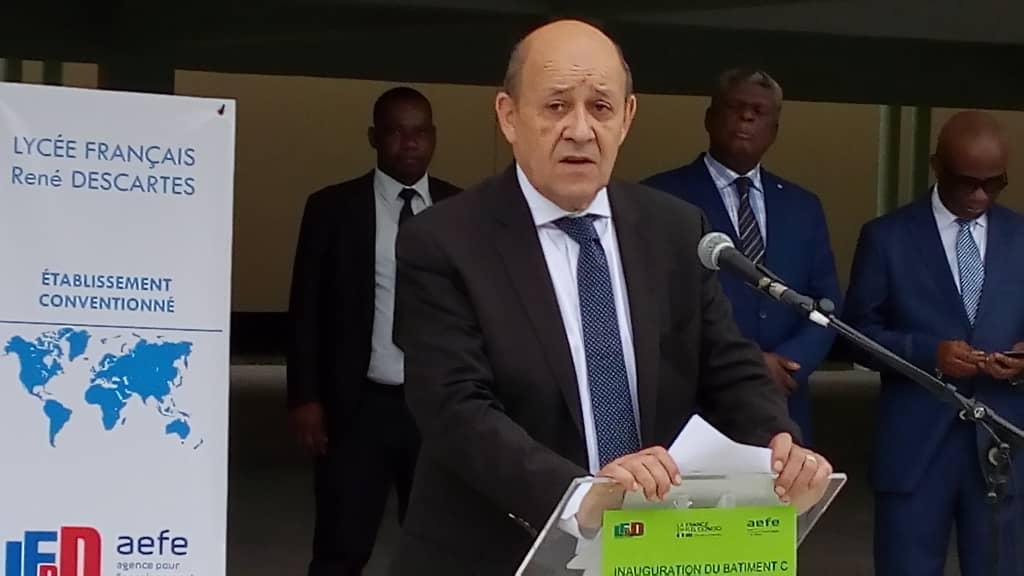 Kinshasa : Le Drian inaugure le nouveau bâtiment du Lycée Français Descartes 1
