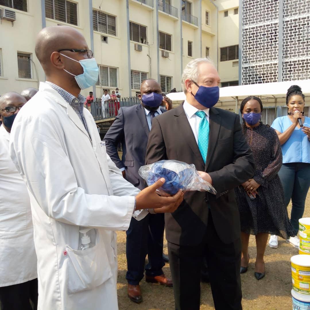 RDC : Covid-19, Standard Bank appuie les Cliniques Universitaires de Kinshasa en matériels et vivres !